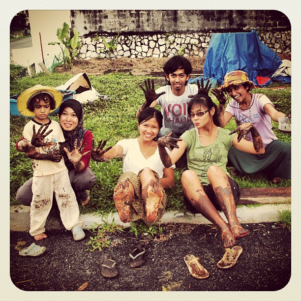 Flashback of the last muddy session we had here with students from the Permaculture Design Course in September, pictured here after a #rice planting session using the #SRI method. Gotta love the look of Asma's kid! #pdc