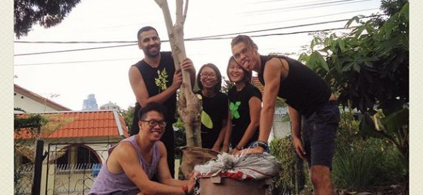 How many people does it take to move a moringa tree? 5 apparently!  We will be moving this tree from our garden to someone's else's. is nutrient rich and can either be planted as a hedge (you will have to trim it very often) or a large tree. Great tasks can be achieved when people come together as one.